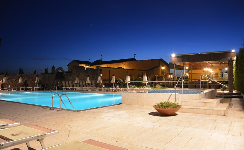 Outdoor pool for your eclusive event