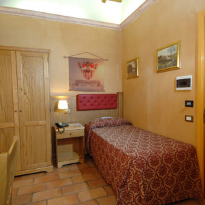 Available room in not ordinary hotel - Single room Hotel Rome